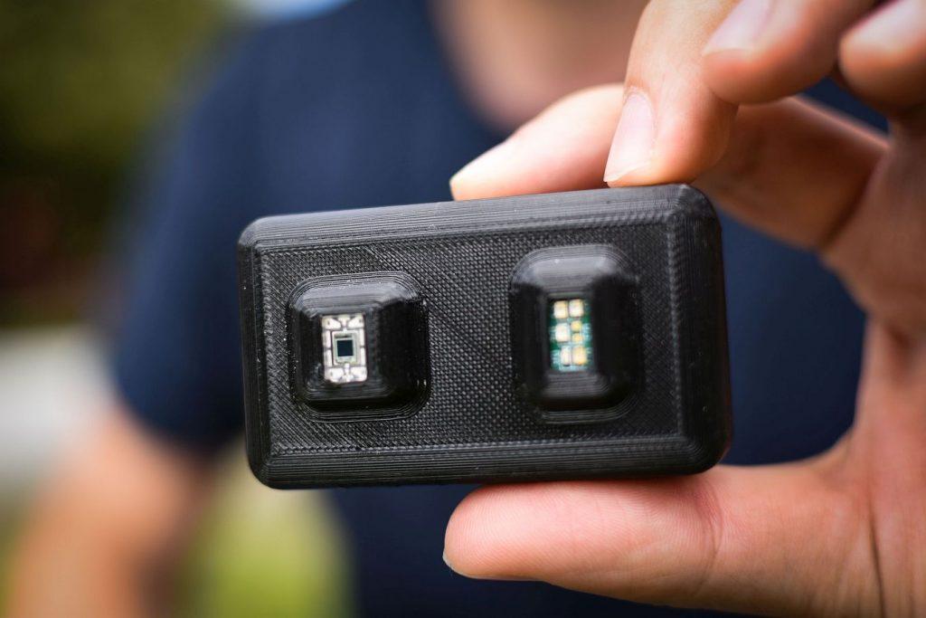 Der Sensor misst den Füllstand der Blase und meldet diesen an das Smartphone. Foto © inContAlert)